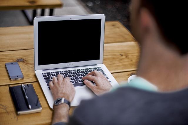 Jak zresetować router, gdy nie pamiętamy do niego hasła?